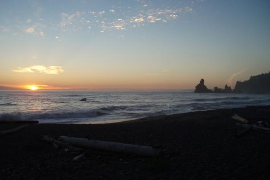 Clallam Bay, WA: Sunset at Shi Shi Beach