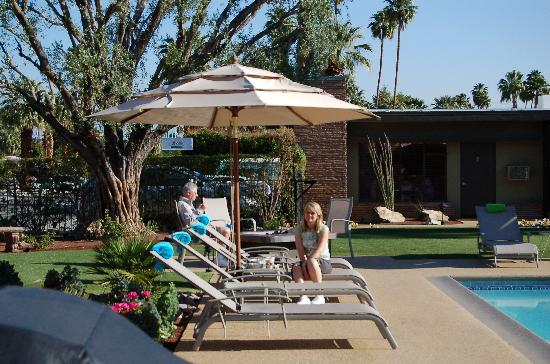 Desert Riviera Hotel: Lovely Pool Area