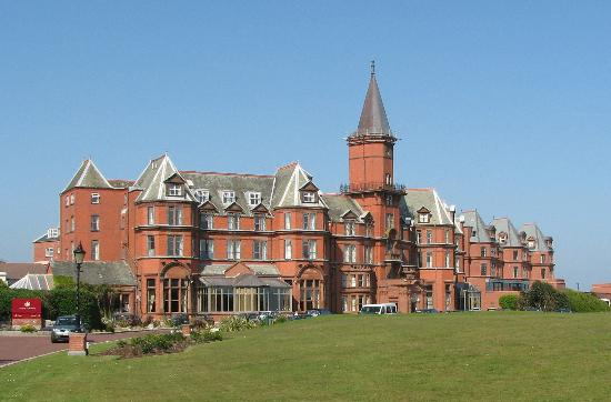 Slieve Donard Resort and Spa: Hotel Facade