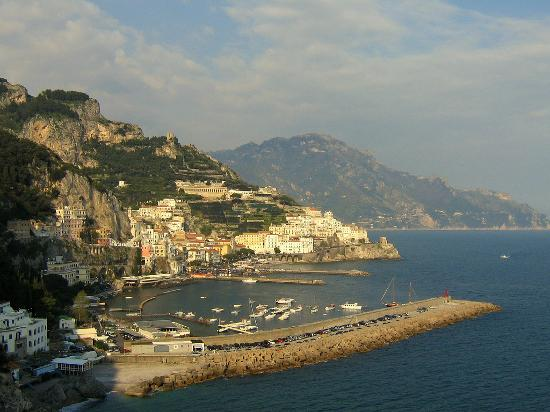 Amalfikysten, Italien: The beautiful town of Amalfi