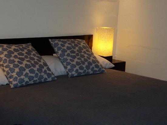Castaway Island Fiji: Nice big bed