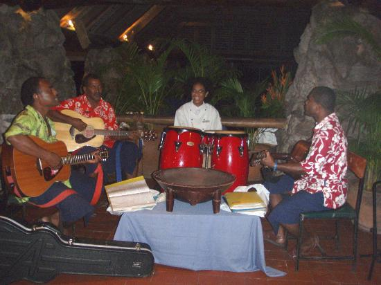 Castaway Island Fiji: The band at the bar