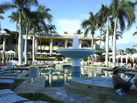 Four Seasons Resort Maui at Wailea: Hotel Pool Area was awesome
