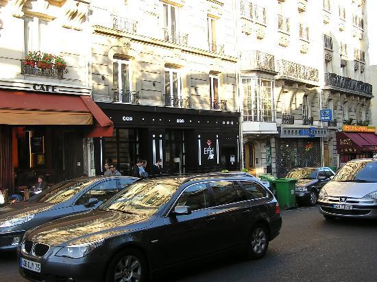 Hotel Eiffel Seine: Hotel and Cafe next door