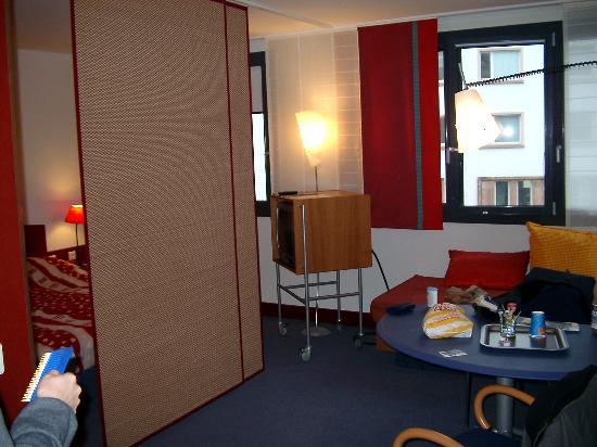 Novotel Suites Berlin City Potsdamer Platz: The hotel room