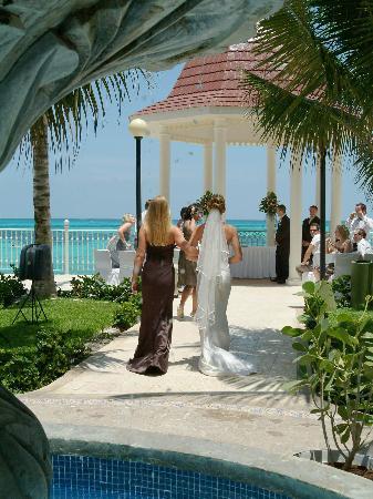 Hotel Riu Cancun Wedding Gazebo