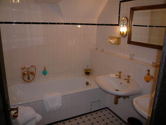 Castle Hotel Auf Schoenburg: Bathroom