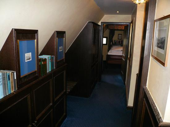 Castle Hotel Auf Schoenburg: Falconsuite (there are trundle beds hidden in the wall)