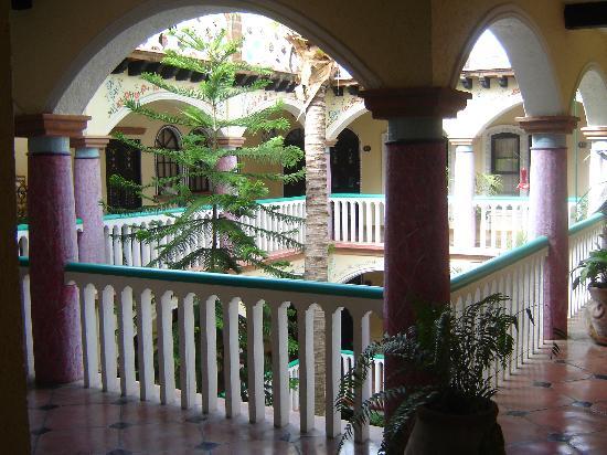 Hotel Flor de Maria: A view of the courtyard