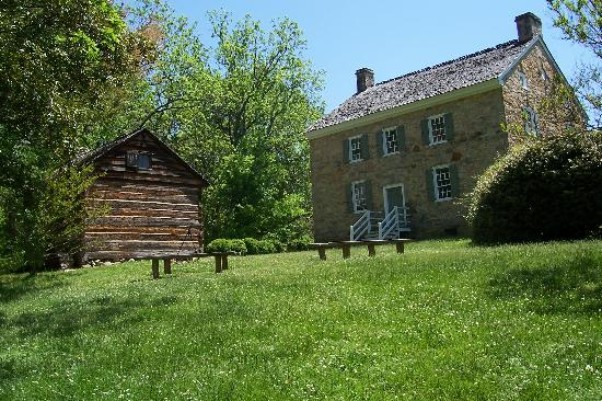 Charlotte Museum of History: Historic home on the property