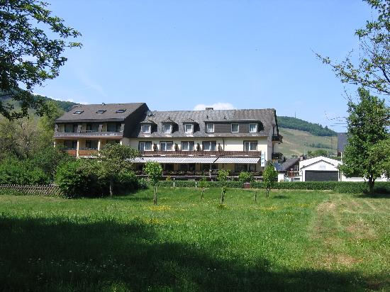 Ellenz-Poltersdorf, Allemagne : the hotel from the river