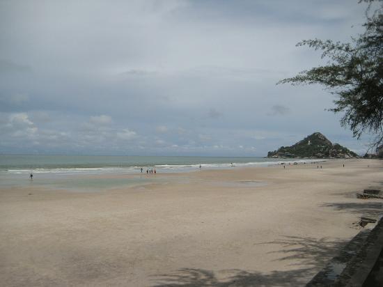 Baan Talay Dao Resort: the beach