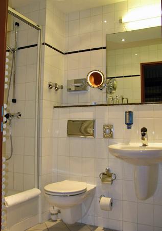 Hotel Berlin Mitte by Campanile: Bathroom