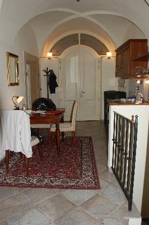 Hotel Residence Retezova: Kitchen/diner.  Bedroom door top left of photo, steps down to bathroom on bottom right.