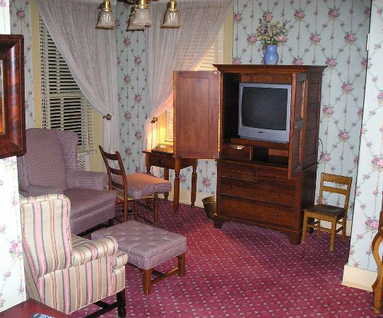 The Golden Lamb Inn: Hayes Suite Sitting Room