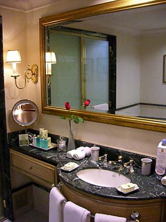 Park Tower, A Luxury Collection Hotel, Buenos Aires: Bathroom