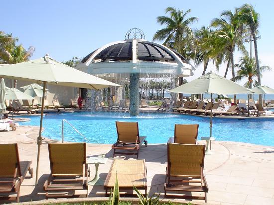 Pierre Mundo Imperial: The pool...