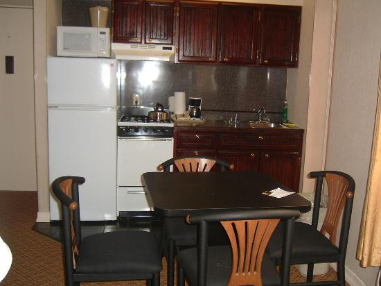 Radio City Apartments: Kitchen