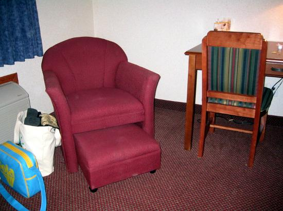 Baymont Inn & Suites Pella: One of two room chairs with roll-out footrest.