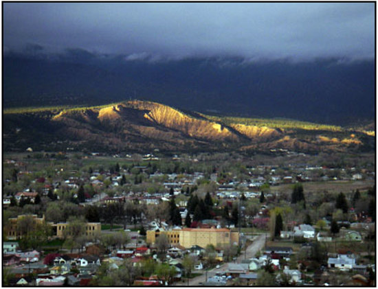 Salida, Kolorado: Burst of sun through the clouds