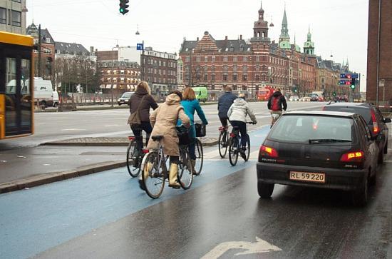 Hotel Tiffany: Danish bicyclists in blue bike lane in December (Copenhagen)