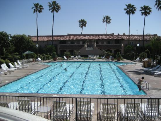 Harris Ranch Inn : Pool