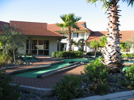 Mini Golf Picture Of Regal Palms Resort Rotorua Tripadvisor