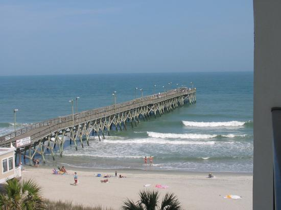 Surfside Beach Oceanfront Hotel: surfside pier from balcony