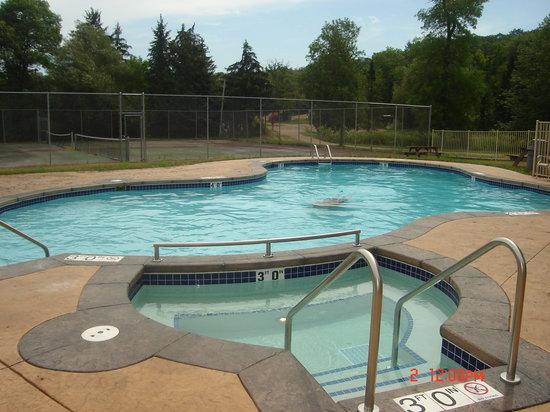 Alpine Valley Resort : NEW outdoor pool