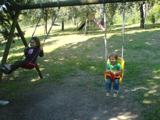 Fattoria San Donato: Children on the swings