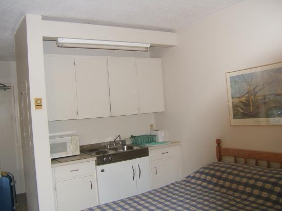 Alexandra Hotel: Kitchen Area