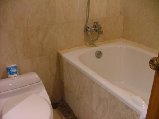 Permata Kuta Hotel by Zeeti International : Bathroom
