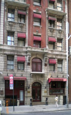 Mayfair Hotel: Exterior of Mayfair New York