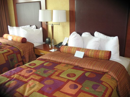 Embassy Suites by Hilton Charlotte - Concord / Golf  Resort & Spa: Bed time anyone?!