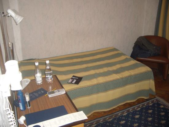 Dnipro Hotel: Military Style Bed