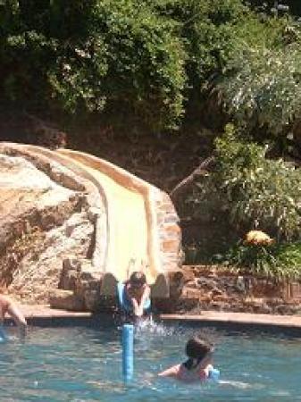Cavern Drakensberg Resort & Spa: Fun in the pool