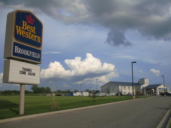 Best Western Brookfield: Hotel exterior