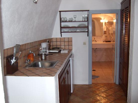 Mill Houses Elegant Suites: Kitchenette & huge bathroom