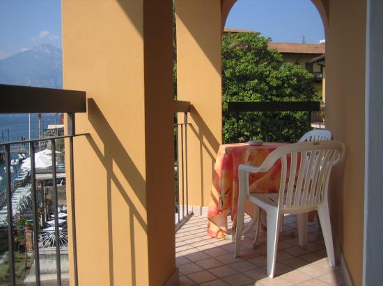 Hotel Sirena: die Sitzecke auf dem Balkon