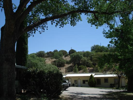 The Gardens At Mile High Ranch: Building with additional rooms on the property