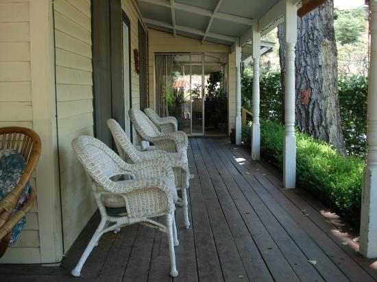 The Gardens At Mile High Ranch: Front porch