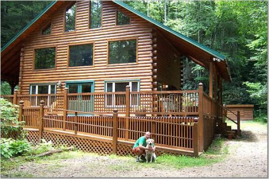 Iron Mountain Inn B&B: Chalet - Front - Dogs Welcome!