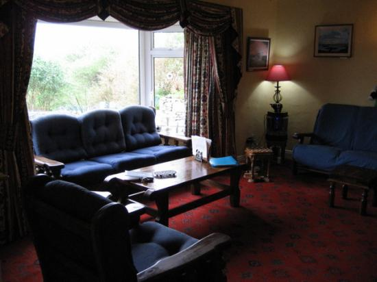 Buttermilk Lodge Guesthouse: Enjoy tea and a peat fire