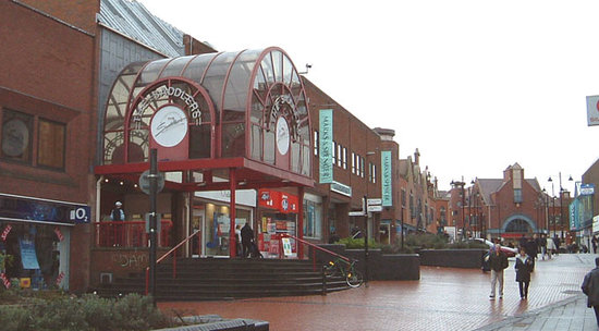 Walsall, UK: The Sadlers Centre has great shopping, all the famous English stores nearby also