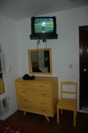 Hotel Pepita: TV and dresser