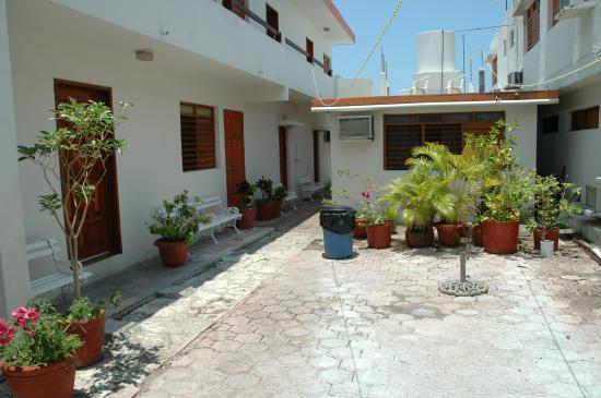 Hotel Pepita: Courtyard area