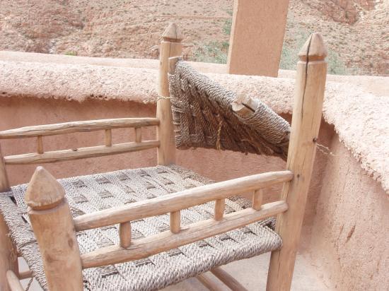 Chez Pierre: Broken patio furniture