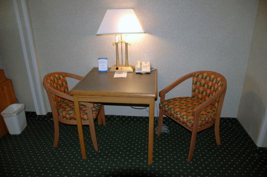 Comfort Inn & Suites North: Internet Desk