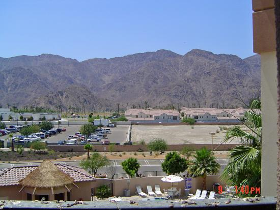 Embassy Suites by Hilton La Quinta Hotel & Spa: View from Room