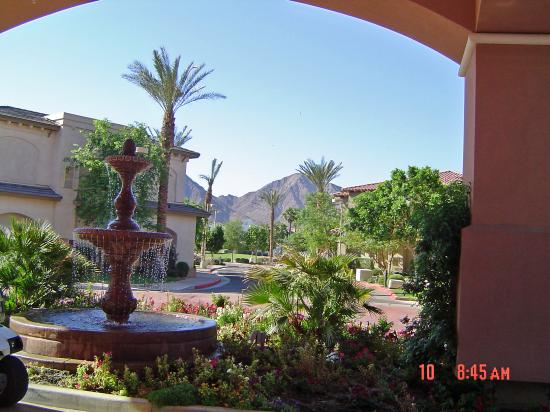 Embassy Suites by Hilton La Quinta Hotel & Spa: View from Entrance